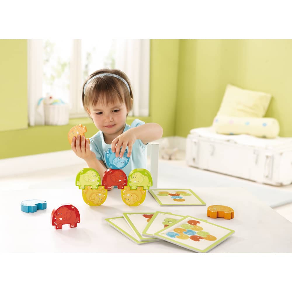 Copil ce se joacă cu Joc de stivuire și echilibru, Elefanții Acrobați, Haba
